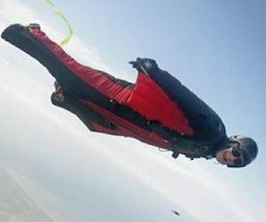 http://cdnph.upi.com/sv/em/i/UPI-4601397150703/2014/1/13971515869028/Wingsuit-diver-Brian-Drake-dies-after-accident-in-Switzerland.jpg