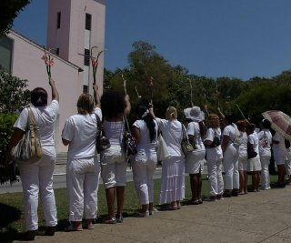 http://cdnph.upi.com/sv/em/i/UPI-4671405353172/2014/1/14053542919386/Cubas-Ladies-in-White-protesters-detained.jpg