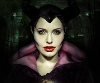 http://cdnph.upi.com/sv/em/i/UPI-4771397232145/2014/1/13960306957856/Elle-Fanning-Angelina-Jolie-really-got-into-character-for-Maleficent.jpg