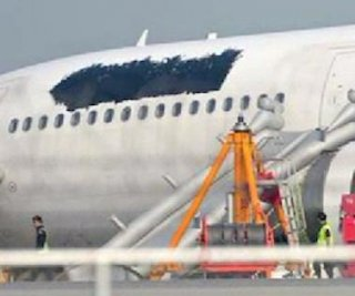 http://cdnph.upi.com/sv/em/i/UPI-5211378906589/2013/1/13789078543265/Airline-covers-logo-on-plane-after-malfunction.jpg