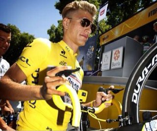 http://cdnph.upi.com/sv/em/i/UPI-5251372634667/2013/1/13726361106262/Marcel-Kittel-tweets-up-a-storm-after-winning-the-first-stage-of-the-Tour-de-France.jpg