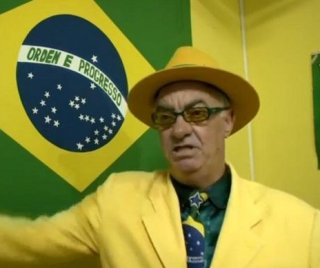 http://cdnph.upi.com/sv/em/i/UPI-5461397222542/2014/1/13972231374218/Brazil-soccer-fan-has-been-wearing-the-teams-colors-for-the-past-20-years.jpg