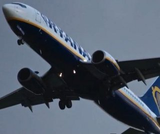 http://cdnph.upi.com/sv/em/i/UPI-5481406233069/2014/1/14062335255321/Drunken-Ryanair-passenger-almost-opens-plane-door-while-trying-to-find-bathroom.jpg