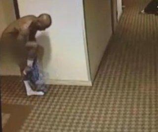 http://cdnph.upi.com/sv/em/i/UPI-5821378733920/2013/1/13787348144287/DMX-caught-running-naked-in-hotel-hallway.jpg