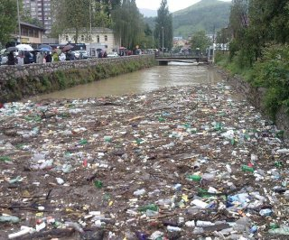 //cdnph.upi.com/sv/em/i/UPI-6591400511272/2014/1/14005125892271/Bosnia-Serbia-seek-international-aid-after-flood.jpg