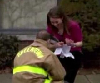 http://cdnph.upi.com/sv/em/i/UPI-6711395863992/2014/1/13958641919690/Ohio-firefighter-proposes-to-sweetheart-during-staged-school-fire-drill.jpg