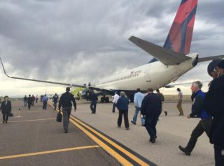 //cdnph.upi.com/sv/em/i/UPI-6761397916552/2014/1/13979172752090/Delta-passengers-questioned-after-bomb-threat-found.jpg