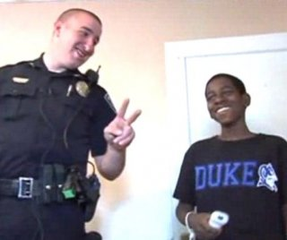 //cdnph.upi.com/sv/em/i/UPI-6991399649161/2014/1/13996507054893/South-Carolina-police-officer-responds-to-domestic-call-and-comes-back-with-furniture-for-teen.jpg