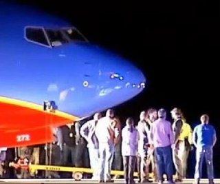 http://cdnph.upi.com/sv/em/i/UPI-7041389628913/2014/1/13896291112859/Southwest-Airlines-flight-lands-at-wrong-airport-in-Missouri.jpg