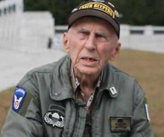 http://cdnph.upi.com/sv/em/i/UPI-7181388437576/2013/1/13884383969124/WWII-veteran-says-90-percent-of-Congress-members-are-traitors-to-the-US.jpg