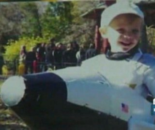 http://cdnph.upi.com/sv/em/i/UPI-7191386620796/2013/1/13866210196426/6-year-old-boy-starts-petition-to-save-NASA.jpg