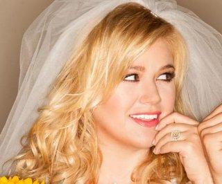 http://cdnph.upi.com/sv/em/i/UPI-7431370909025/2013/1/13709095559518/Kelly-Clarkson-loses-her-engagement-ring-before-CMA-Festival.jpg