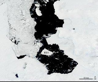 http://cdnph.upi.com/sv/em/i/UPI-7581398350152/2014/1/13983522598290/Humongous-iceberg-slowly-drifts-away-from-Antarctica.jpg