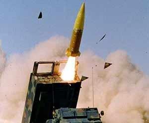 http://cdnph.upi.com/sv/em/i/UPI-7611406568694/2014/1/14065696584210/Lockheed-tests-alternative-warhead-of-rocket-system.jpg