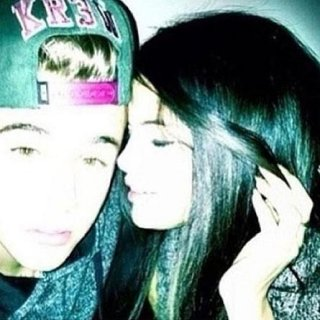 http://cdnph.upi.com/sv/em/i/UPI-7631366659799/2013/1/13666604324349/Justin-Bieber-poses-with-Selena-Gomez-in-Instagram-photo.jpg