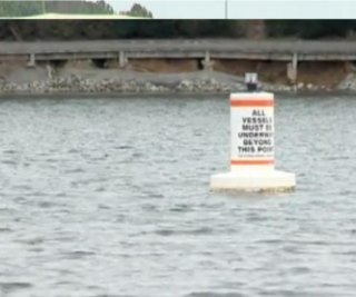 http://cdnph.upi.com/sv/em/i/UPI-80771363109529/2013/1/13631099347928/Boats-restricted-to-stop-highway-flashing.jpg