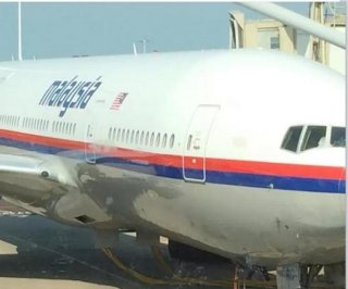 http://cdnph.upi.com/sv/em/i/UPI-8081406815223/2014/1/14068166261788/Investigators-reach-Malaysia-Airlines-Flight-17-crash-site.jpg