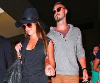 http://cdnph.upi.com/sv/em/i/UPI-8151405536572/2014/1/14055371541975/Lea-Michele-spotted-holding-hands-with-new-beau-Matthew-Paetz-at-LAX.jpg