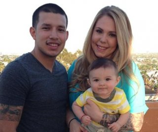 http://cdnph.upi.com/sv/em/i/UPI-8281402600387/2014/1/14026022483152/Teen-Mom-star-Kailyn-Lowry-shows-off-her-new-engagement-ring-OMG.jpg