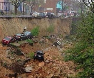 //cdnph.upi.com/sv/em/i/UPI-8411398942778/2014/1/13989433688675/Baltimore-sinkhole-swallows-several-parked-cars.jpg