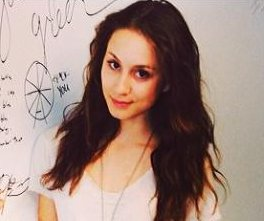 //cdnph.upi.com/sv/em/i/UPI-8471402578970/2014/1/14025811714906/Pretty-Little-Liars-star-Troian-Bellisario-discusses-her-engagement.jpg
