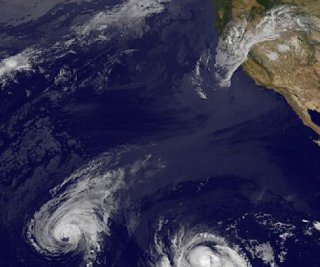 http://cdnph.upi.com/sv/em/i/UPI-8691407344315/2014/1/14073450248278/Hawaii-prepares-for-two-approaching-hurricanes.jpg
