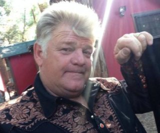 http://cdnph.upi.com/sv/em/i/UPI-8851403289814/2014/1/14032912117928/Storage-Wars-star-Dan-Dotson-clinging-to-life-after-double-brain-aneurysm.jpg