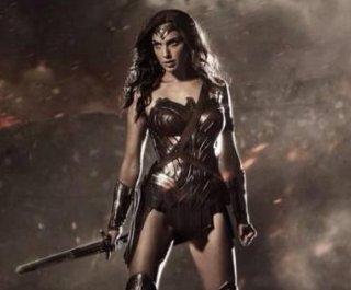 http://cdnph.upi.com/sv/em/i/UPI-8891406572778/2014/1/14065757441850/Gal-Gadot-debuts-as-Wonder-Woman-in-new-photo.jpg