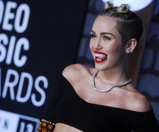 http://cdnph.upi.com/sv/em/upi/UPI-1221377535344/2013/1/f9936f9dcc3db94f6674d222c443dcbf/Selena-Gomez-calls-Miley-Cyruss-VMAs-performance-amazing-awesome.jpg