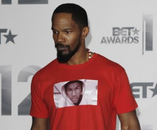 http://cdnph.upi.com/sv/em/upi/UPI-3071361985115/2013/1/a961c39d54e5236965dbbcf997b6133d/Jamie-Foxx-sings-at-Trayvon-Martins-Anniversary-Vigil.jpg