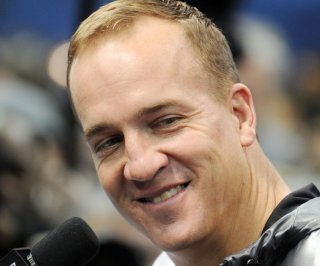 //cdnph.upi.com/sv/em/upi/UPI-3721401320403/2014/1/5d1bfdf2a5ec039de5795f0863b89f4a/Peyton-Manning-carries-green-football-at-practice.jpg