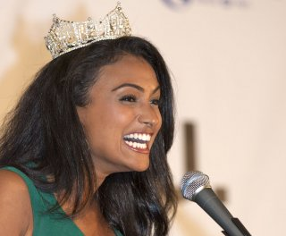 http://cdnph.upi.com/sv/em/upi/UPI-3791398094360/2014/1/3fdbebd0dcf0d64235340dc284995d05/Miss-America-asks-school-not-to-suspend-student-for-asking-her-to-prom.jpg