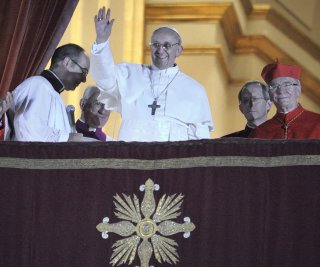 //cdnph.upi.com/sv/em/upi/UPI-4021363380032/2013/1/b34eb0f9be34aa9d192888750c02bdd2/VIDEO-Pope-Francis-stumbles-on-stairs-during-audience-with-cardinals.jpg