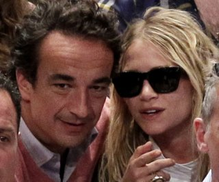 http://cdnph.upi.com/sv/em/upi/UPI-4551393953748/2014/1/c50ff7f15ac7561bdcbad1c255d615d0/Mary-Kate-Olsen-steps-out-with-enormous-ring-days-after-engagement-rumors.jpg
