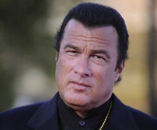 //cdnph.upi.com/sv/em/upi/UPI-5751370210517/2013/1/0f9ced664e742921c6b51b64dd74d191/Steven-Seagal-joins-US-lawmakers-on-Russia-visit.jpg