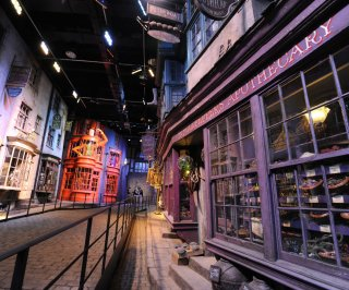 http://cdnph.upi.com/sv/em/upi/UPI-6201403089853/2014/1/3c49c2c912f1c6ca2a717e4aeceb5d37/Harry-Potter-theme-parks-Diagon-Alley-opens-for-media-preview.jpg