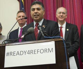 http://cdnph.upi.com/sv/em/upi/UPI-6871397852257/2014/1/a6dfb221ebf672ba652b7fa6968a726a/Congressman-on-a-mission-to-save-Sriracha.jpg