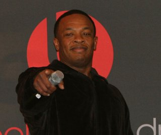 http://cdnph.upi.com/sv/em/upi/UPI-6991399596371/2014/1/aab706979cfab31684d98ffd8cd22ab6/Dr-Dre-reportedly-selling-Beats-headphones-to-Apple-for-32B.jpg