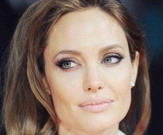 http://cdnph.upi.com/sv/em/upi/UPI-7891393351351/2014/1/722034d34bf4b988e5a0f0b2e94c34c1/Angelina-Jolie-visits-Syrian-refugees-in-Lebanon.jpg