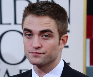 http://cdnph.upi.com/sv/em/upi/UPI-8201395004053/2014/1/0a8d1e6dcc9b0433f81f7c43168a3cca/Robert-Pattinson-hits-the-set-in-Life.jpg