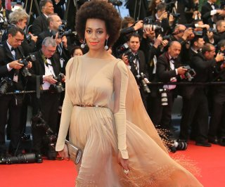 http://cdnph.upi.com/sv/em/upi/UPI-8641399910384/2014/1/f40a71419badab4bd11ad45af27924ed/Solange-Knowles-seen-attacking-Jay-Z-in-elevator-security-footage.jpg