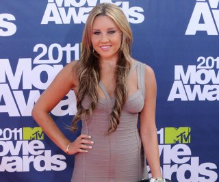 http://cdnph.upi.com/sv/em/upi/UPI-8661374268414/2013/1/f9b7046ee40feaa3c241d3682507c02c/Amanda-Bynes-gets-kicked-out-from-Ritz-Carlton-for-smoking-weed.jpg