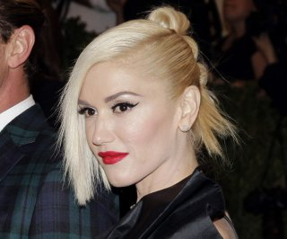 http://cdnph.upi.com/sv/em/upi/UPI-9221399461927/2014/1/ee1277375cf5052bb73210028544a2f7/Gwen-Stefani-Pharrell-sing-Hollaback-Girl-on-The-Voice.jpg