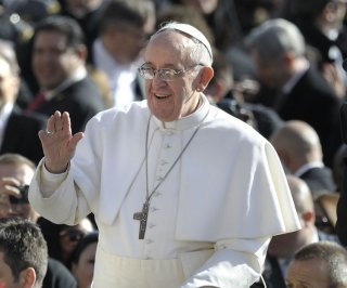 //cdnph.upi.com/sv/em/upi/UPI-9971397657951/2014/1/175a5d531bc2651aa36a39d09d403d17/Pope-Francis-gives-a-ride-to-5th-graders-in-popemobile.jpg