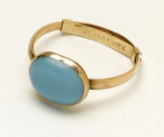http://cdnph.upi.com/sv/em/upi_com/UPI-2171379965734/2013/1/075c0fd278d52750677fc34485b9719c/Kelly-Clarkson-will-sell-250k-Jane-Austen-ring-to-museum.jpg