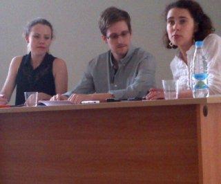 http://cdnph.upi.com/sv/em/upi_com/UPI-6471401469851/2014/1/c2d24064f57e95454864150001d0d0a0/Russian-journalism-award-named-for-Edward-Snowden.jpg