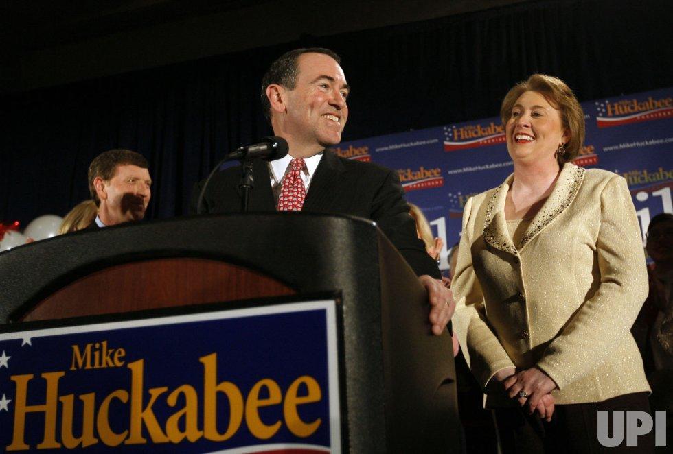 Mike Huckabee campaigns in Des Moines, Iowa