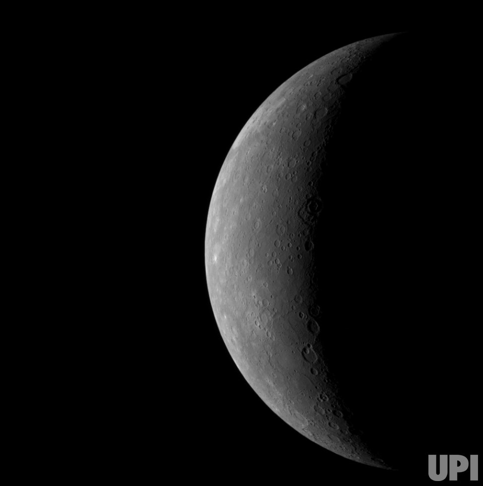 NASA's Messenger spacecraft photographs Mercury
