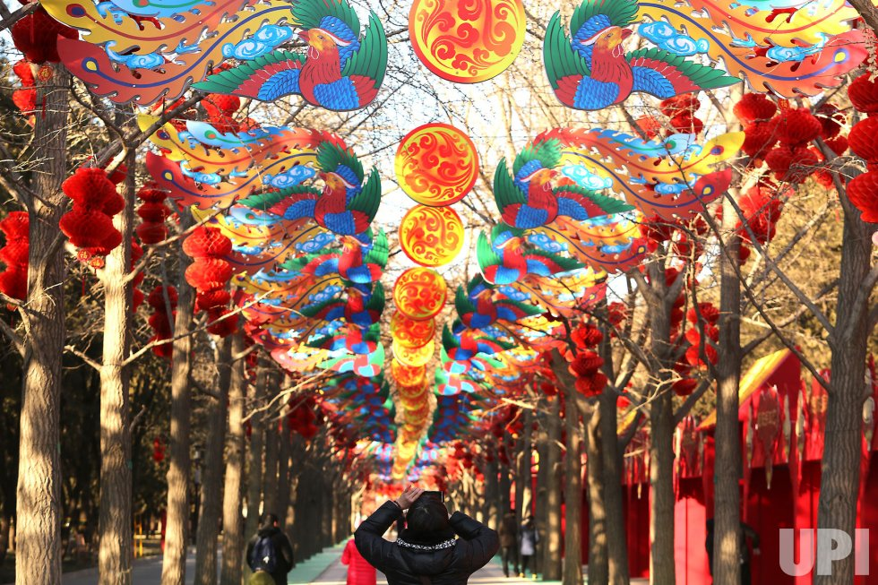 Chinese visit the Temple of Earth in Beijing