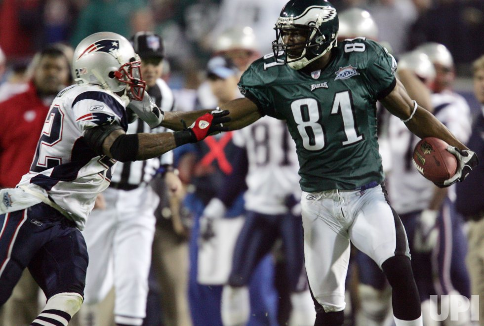 THE NEW ENGLAND PATRIOTS MEET THE PHILADELPHIA EAGLES AT SUPERBOWL XXXIX